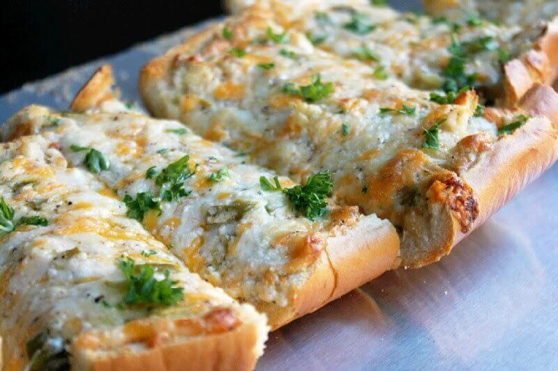 خبز متوم مع جبنة
