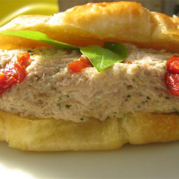 ساندويش تونة