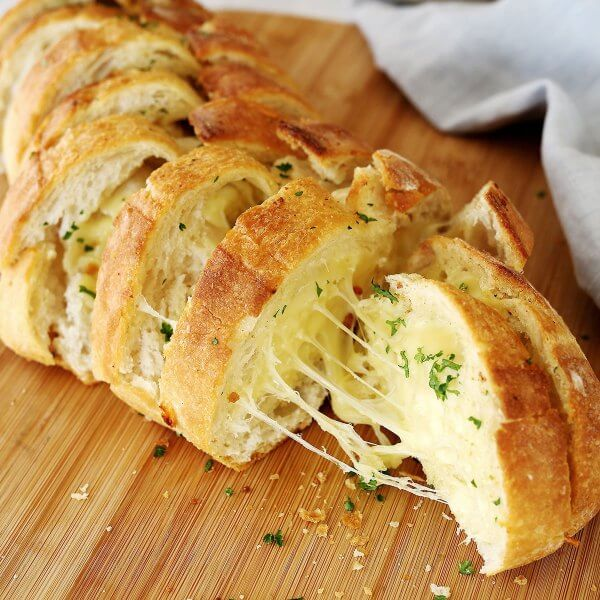 Bread with garlic and cheese