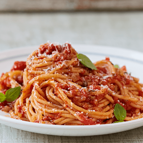 Spaghetti with meat and tomato sauce