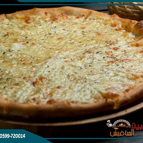salamis pizza with eymic cheese