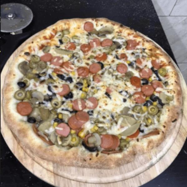بيتزا خضار مع نقانق