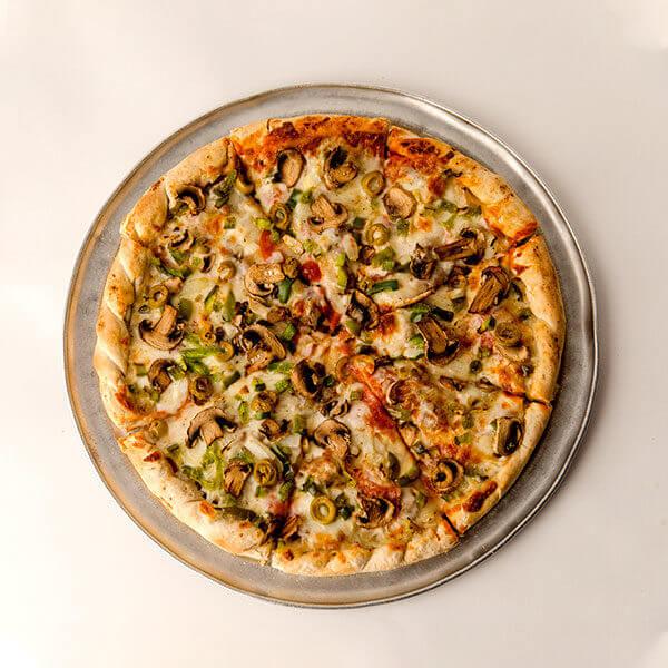 بيتزا خضار أطراف جبنة