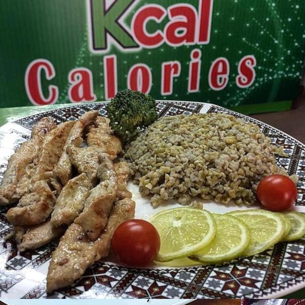 وجبة الدجاج مع ارز او فريكة