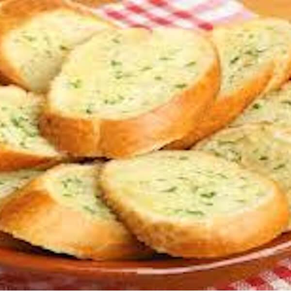 خبز بالثوم و الجبنة