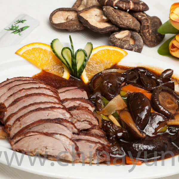 duck meat with mushroom and bambo