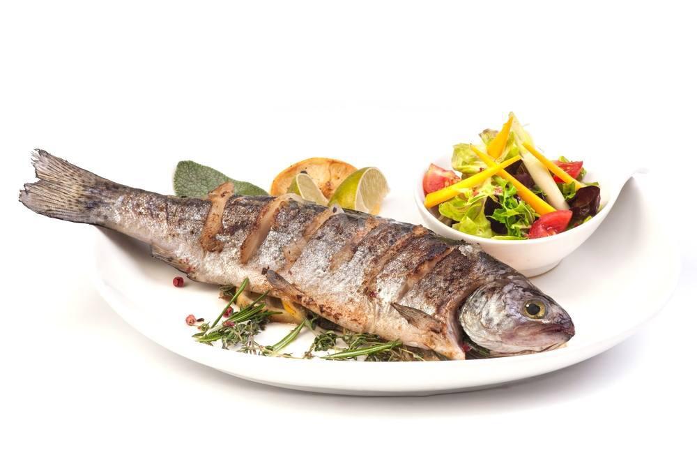 سمكة بوري مع سلطات