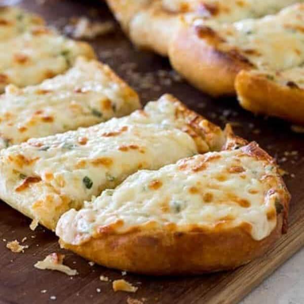 خبز بالثوم والجبنة