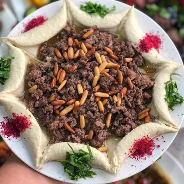 لحمة مع حمص  - تكفي ل 3 اشخاص