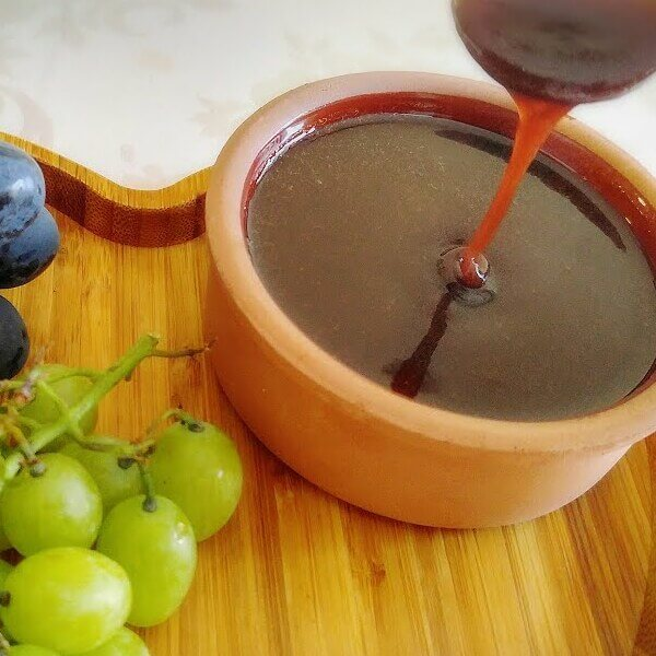 Liter of grapes molasses