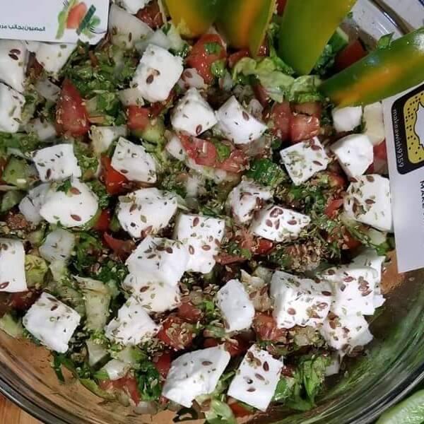 سلطة يونانية بالجبنة - تكفي لشخصين