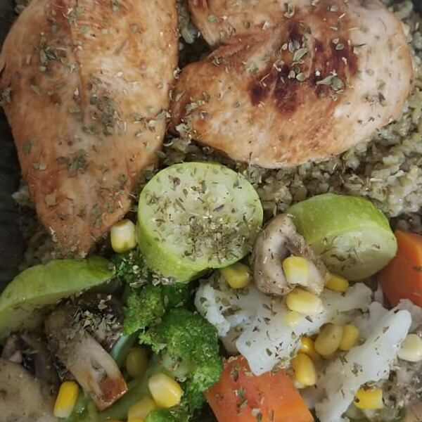 2 slices of chicken + sauteed vegetables + (rice or bulgur and freekeh)