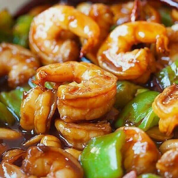 Shrimp Combo (Shrimp - green pepper - carrot - onion - special Chinese sauce) served with rice or noodles