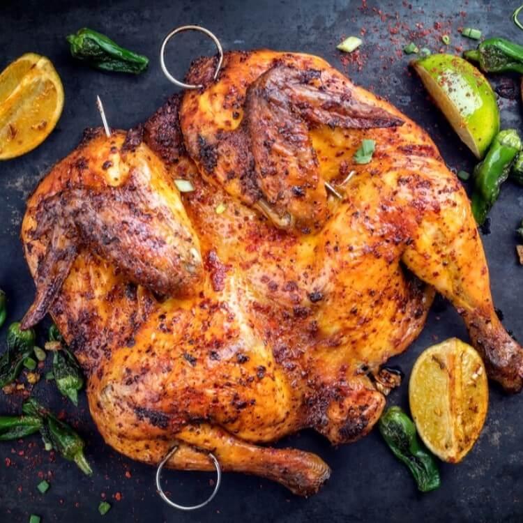 دجاجه مشويه  - تكفي ل 4 اشخاص