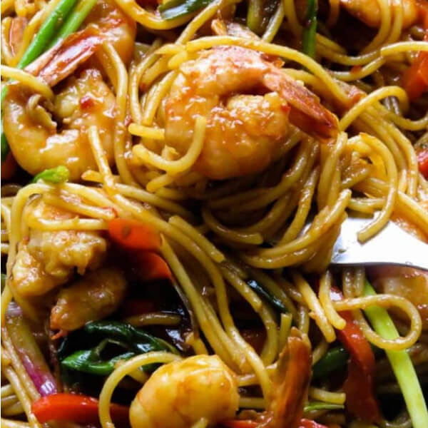 Shrimps and vegetables noodles (Pieces of shrimp - carrot - green pepper - garlic - soy sauce)