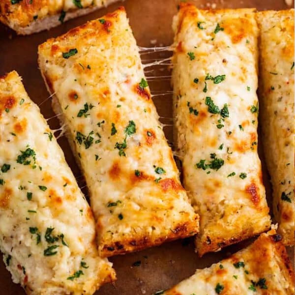 خبز مثوم بالجبنة