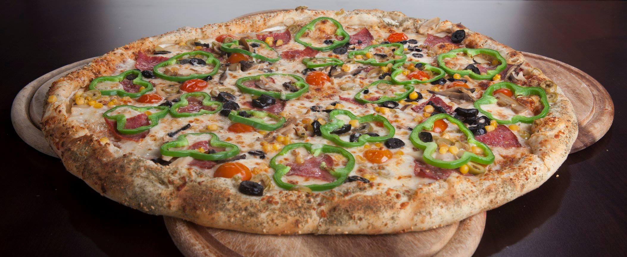 بيتزا لارج + خبز مثوم بالجبنة