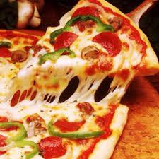 بيتزا جبنة مع زيتون وفلفل اخضر