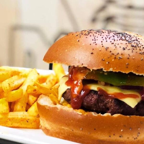 2 burger 200 grams +2 fries +2 cola + half kilo wings