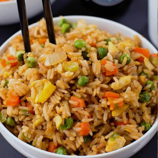 Fried rice with vegetables (rice - peas - carrots - green onions - soy sauce)