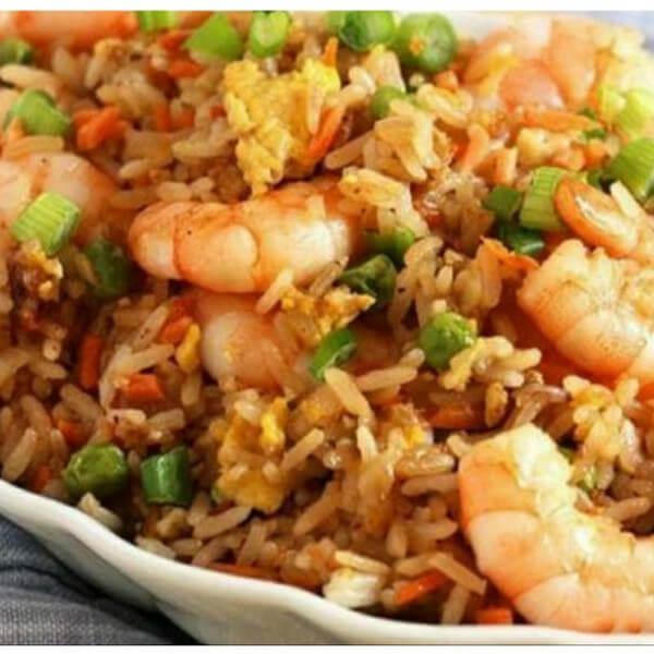 Shrimp fried rice (rice - shrimp - peas - carrots - green onions - soy sauce)