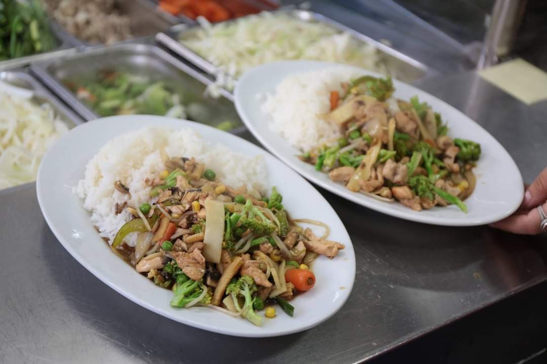 ارز مع دجاج وخضار