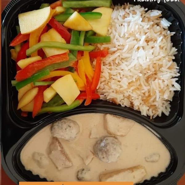 وجبة صدر دجاج مع بطاطا +سلطة