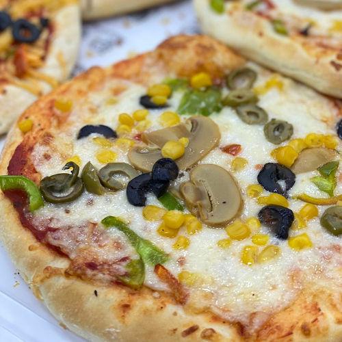 بيتزا جبنة بيضاء